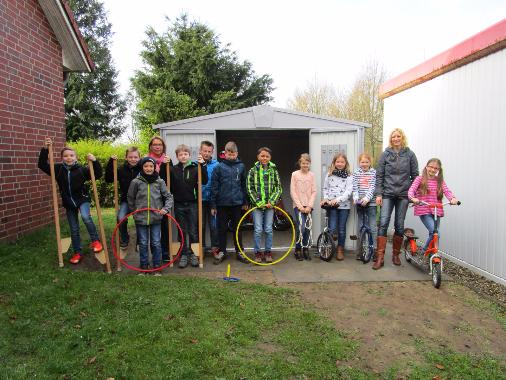 Klasse 4b hat die Spielgeräte eingeräumt. Danke an Schlverein und Gemeinde Sauensiek und die fleißigen Helfer beim Aufbau.